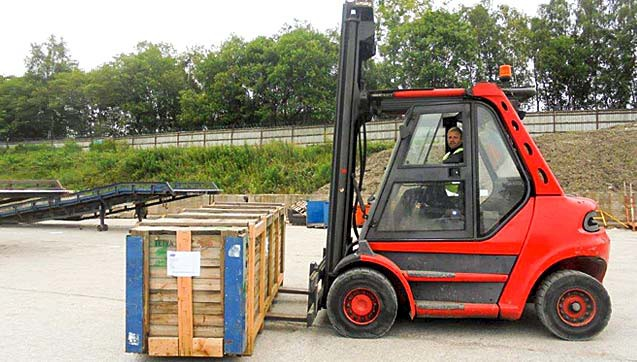 Our heavy lift fork truck which has a capacity of up to 6000Kg.